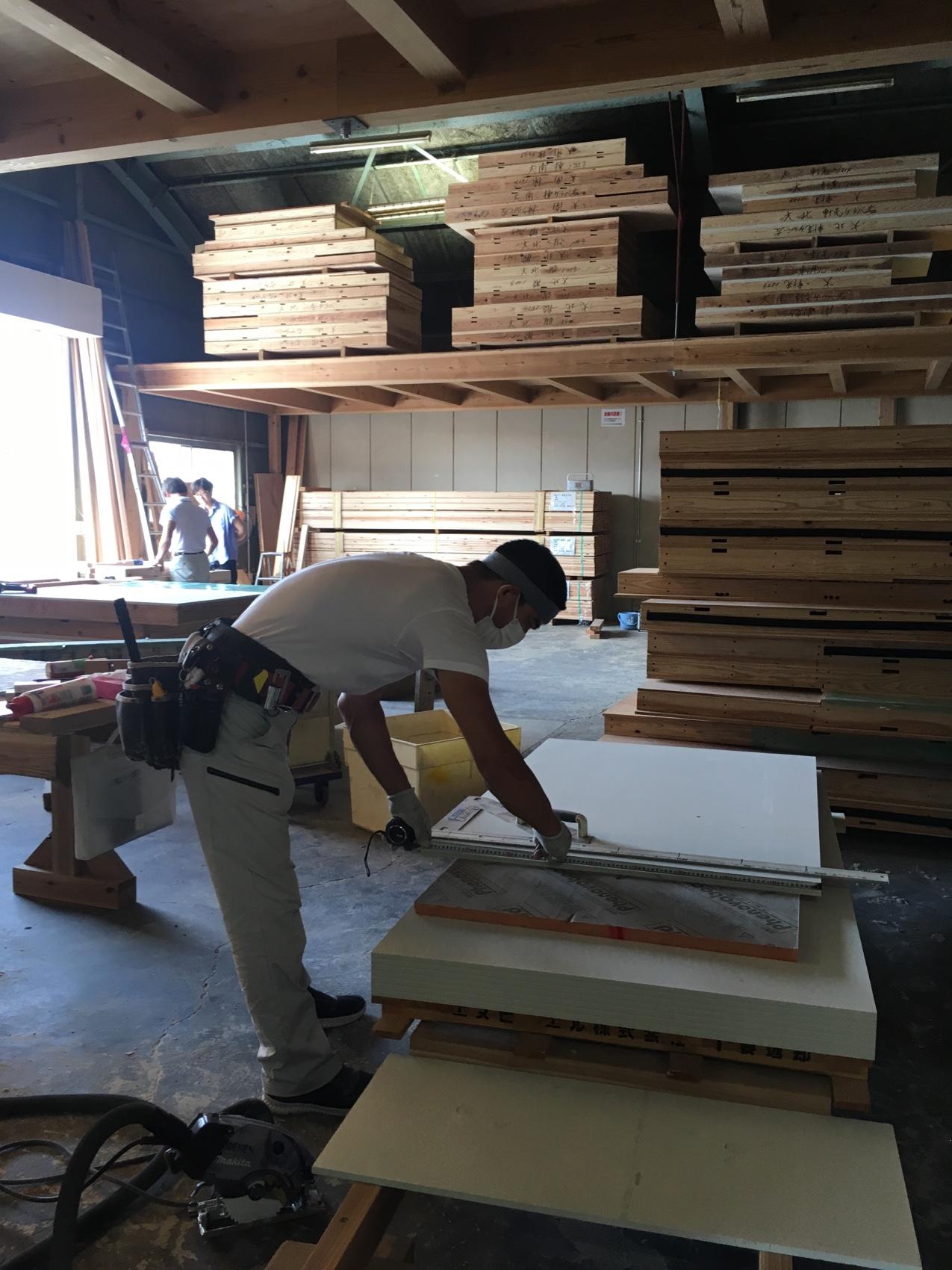 美原倉庫へ 今日の大工さん 大阪の注文住宅 木の家の工務店コアー建築工房
